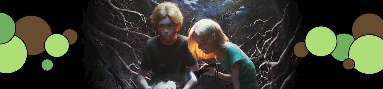 Bild på två barn med döskalle